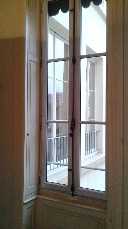 fenetre bois sur mesure a l ancienne. Black Bedroom Furniture Sets. Home Design Ideas